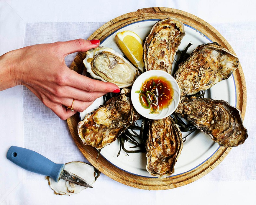 raw-oyster-and-hand